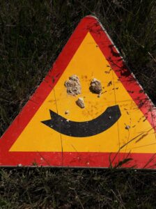 Verkeersbord met glimlach