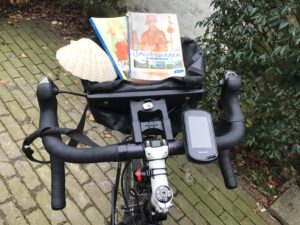 fietsstuur met jacobsschelp en fietsrouteboekjes